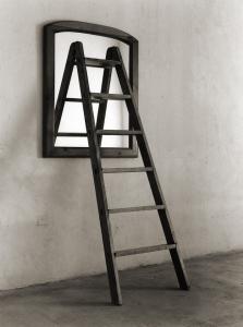 Une échelle, un miroir?